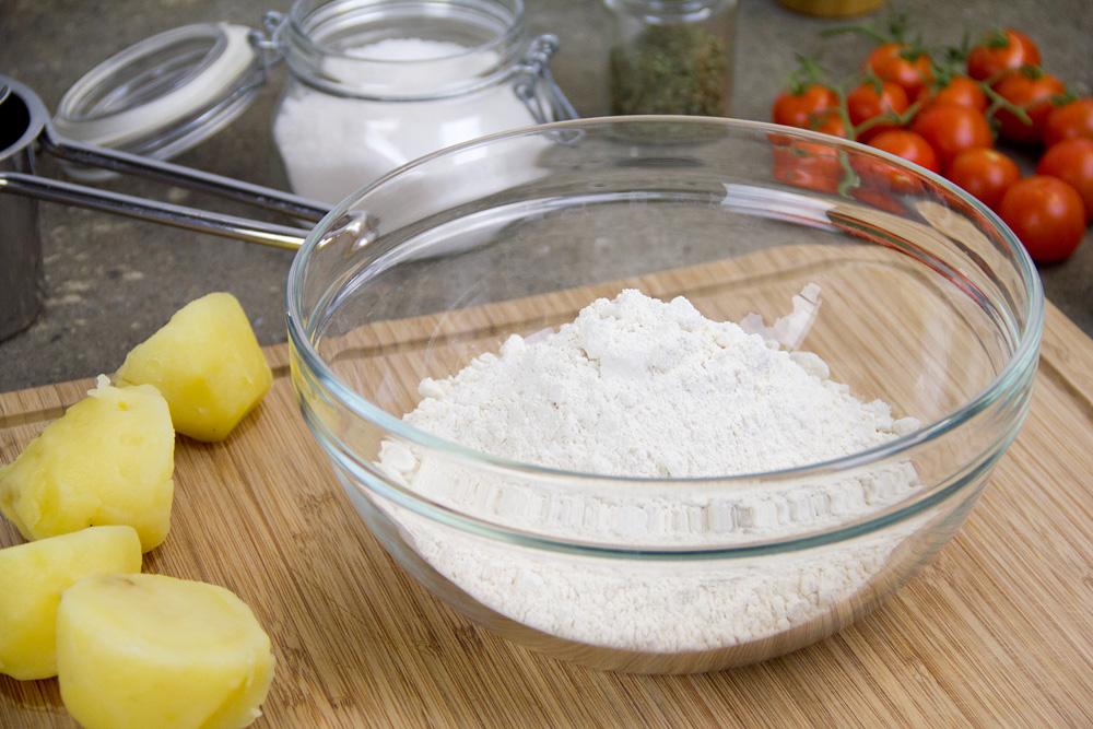 focaccia-pugliese-pomodori-olive-02