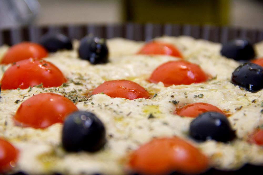 focaccia-pugliese-pomodori-olive-08
