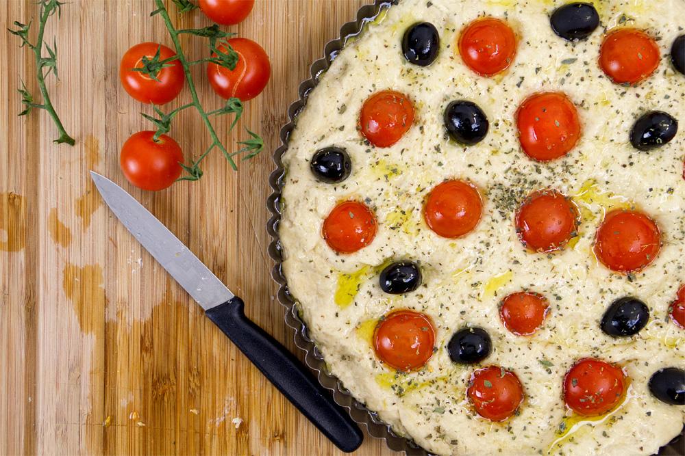 focaccia-pugliese-pomodori-olive-09