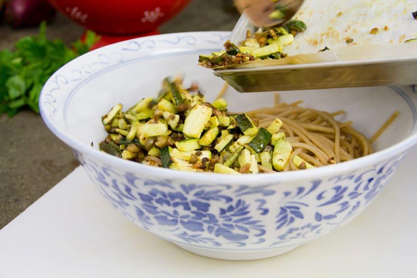 spaghetti-zucchine-olive-capperi-06