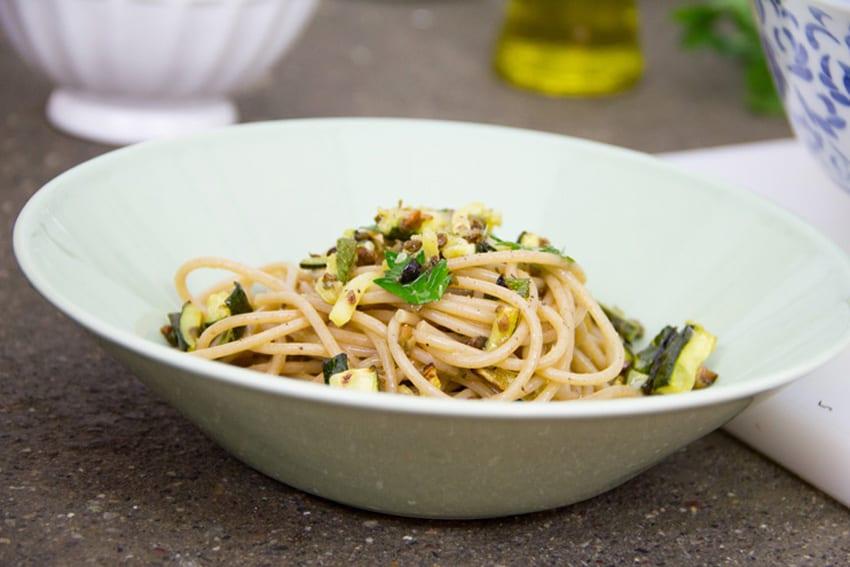 spaghetti-zucchine-olive-capperi-07