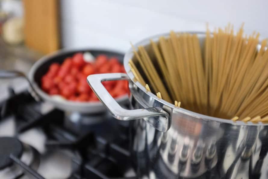 linguine-integrali-salsa-noci-pomodorini-03