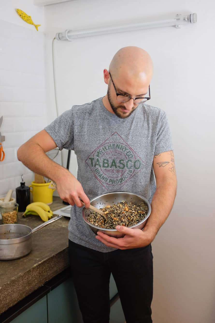 banana-chia-smoothie-granola-quinoa-02