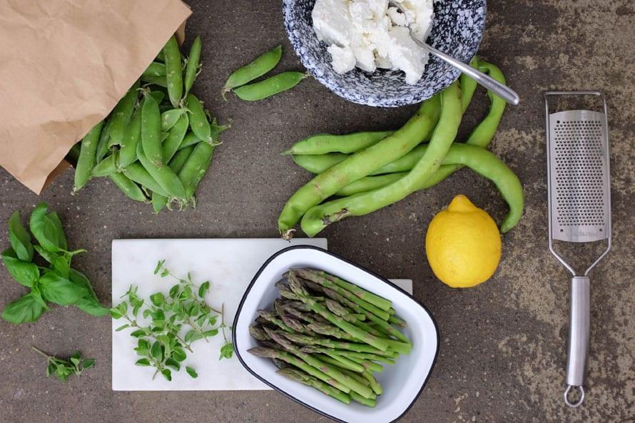 crostoni-ricotta-piselli-asparagi-01