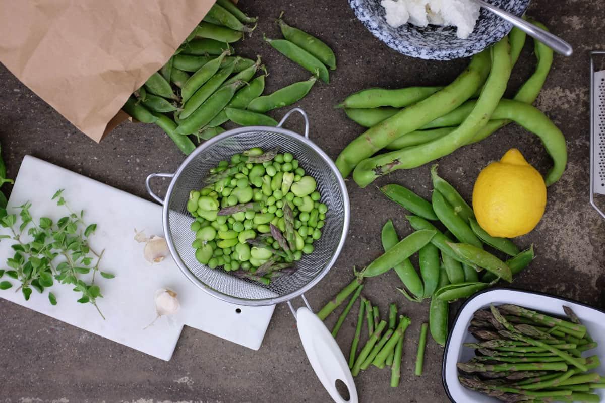 crostoni-ricotta-piselli-asparagi-03