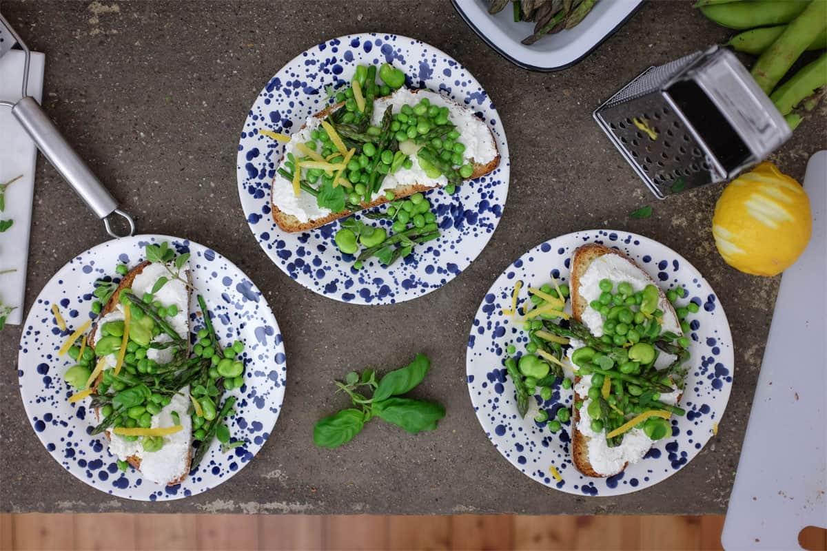 crostoni-ricotta-piselli-asparagi-09