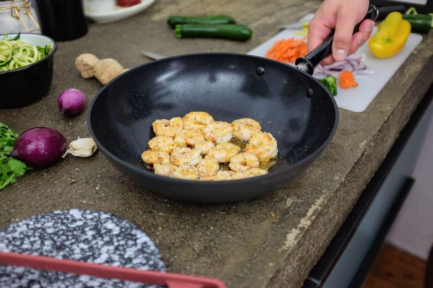 wok-spaghetti-zucchine-gamberi-07