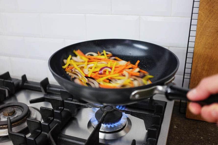 wok-spaghetti-zucchine-gamberi-09