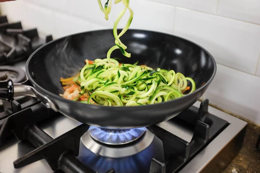 wok-spaghetti-zucchine-gamberi-10